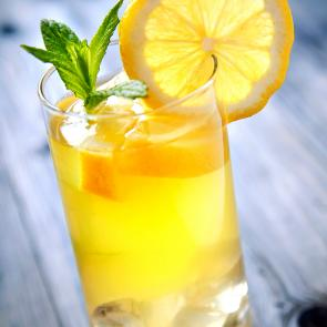 Peach Lemonade Spritzer cocktail recipe