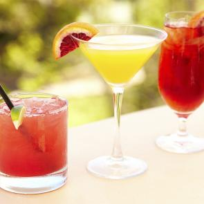 Tips and Tricks: 10 Tropical Drinks for Your Backyard Party